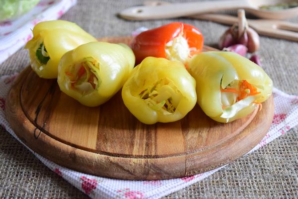 Перец, фаршированный капустой и морковью - шаг 6