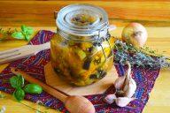 Консервированный в мультиварке салат с баклажанами и патиссонами