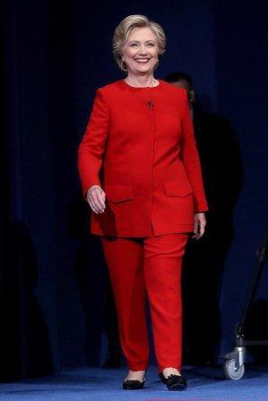 Хиллари Клинтон в красном костюме