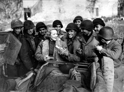 marlene-dietrich-1945