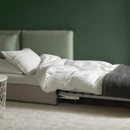 Диван-кровать удобна в маленькой квартире
