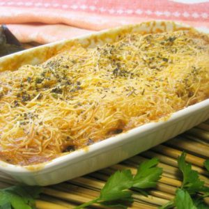Баклажаны с помидорами и луком под сыром