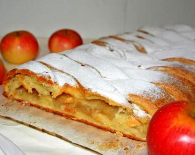 Яблочный пирог косичка