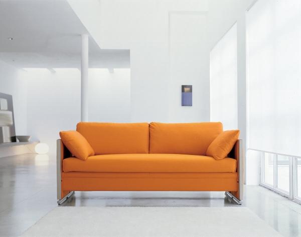 Диван оранжевого цвета двухъярусный, в сложенном состоянии