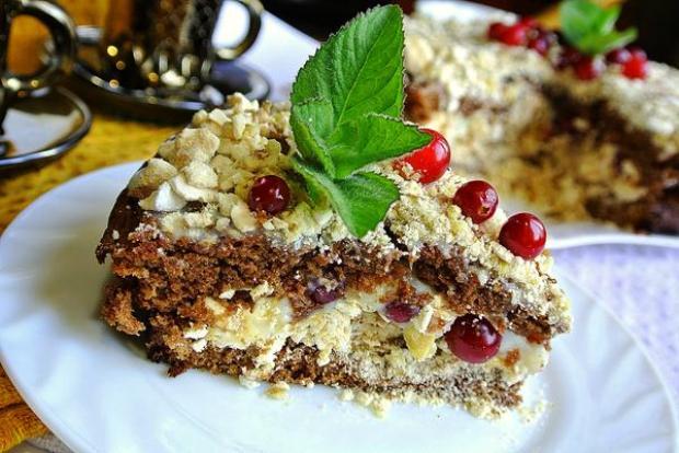 Шоколадный торт безе с орехами