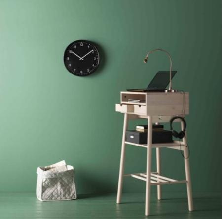 Маленький столик-бюро для компьютера и мелочей