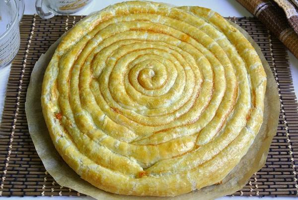 Пирог-улитка из слоеного теста - итоговое фото