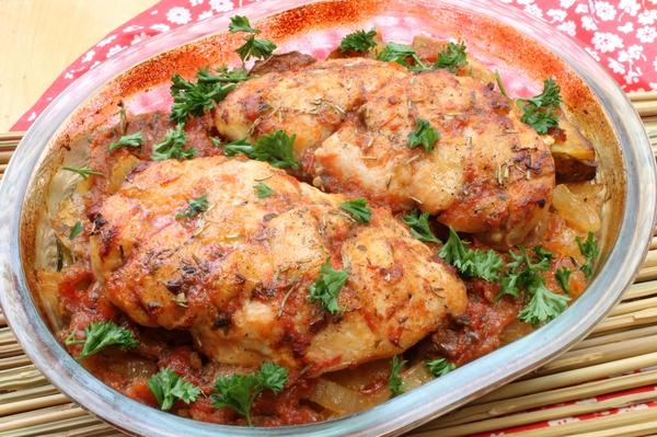 Куриные грудки, запеченные в духовке, с картошкой