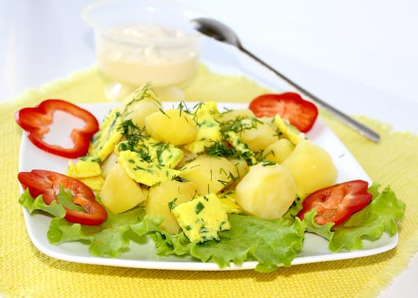 kartofelnyj-salat-s-omletom01