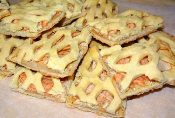 Песочное печенье яблоками и корицей