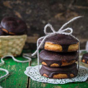 Печенье из песочного теста с шоколадной глазурью