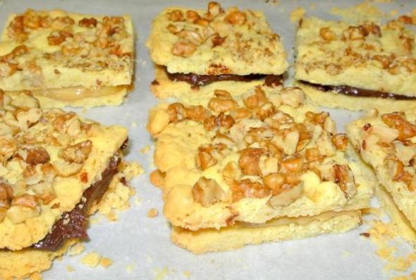 Песочное печенье со сгущенкой и орехами