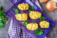 Картофель, фаршированный овощами и курицей