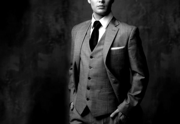 Мужчина в классическом костюме