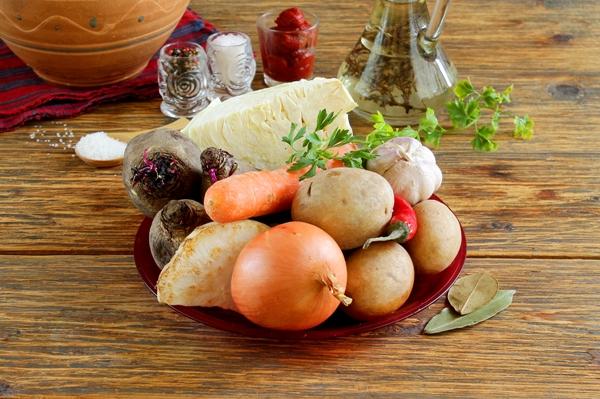Ингредиенты для постного борща в духовке