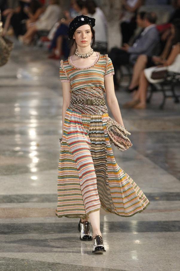 Летнее платье в горизонтальную полоску Chanel