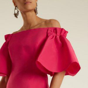 Платья с открытыми плечами и декольте