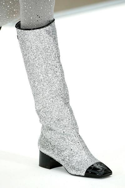 Блестящие длинные сапоги Chanel
