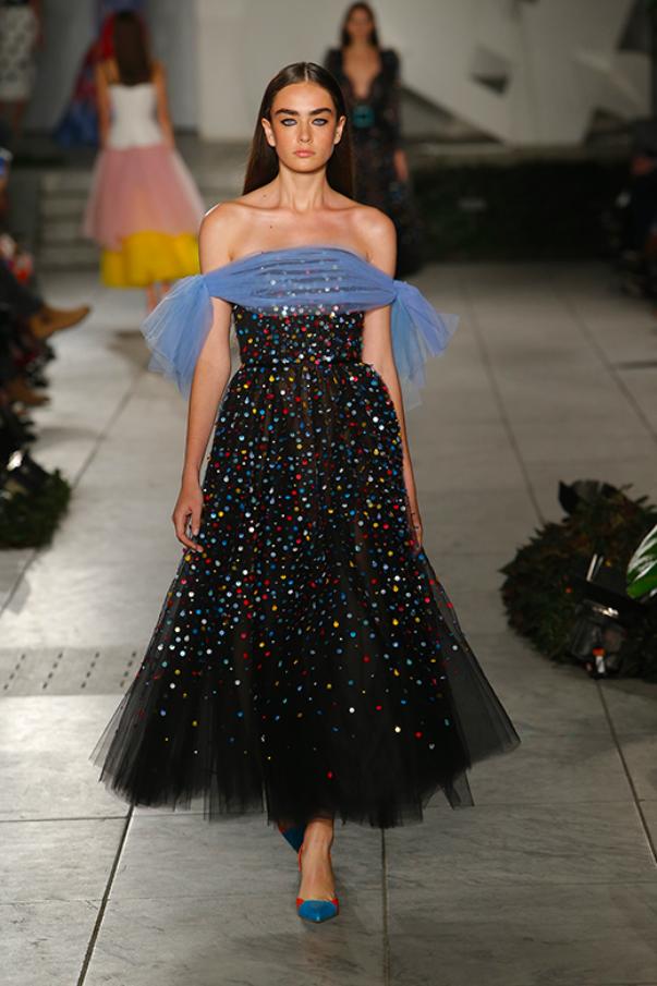 Carolina Herrera - вечернее платье черного цвета с разноцветными блестками
