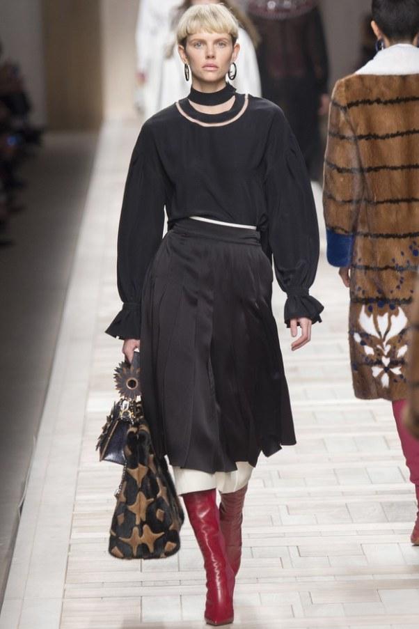 Fendi черная одежда: юбка в складку и кофта с длинным рукавом