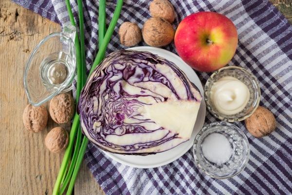 Ингредиенты для салата из красной капусты