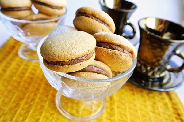 Бисквитное печенье с шоколадным кремом