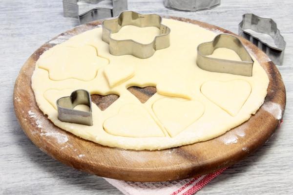 Печенье с глазурью из творожного теста - шаг 5