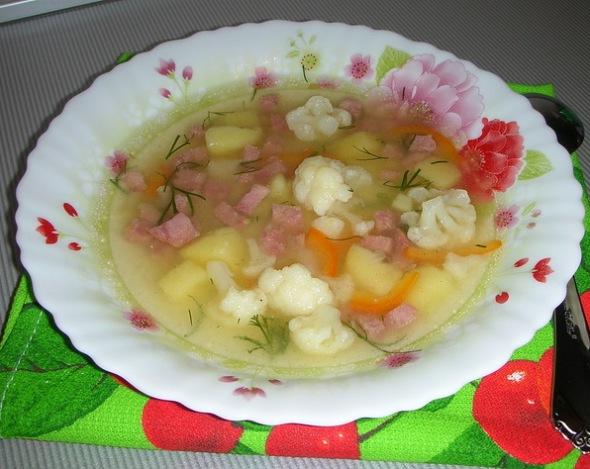 Суп с цветной капустой и ветчиной