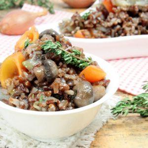 Красный рис с грибами для веганов и вегетарианцев