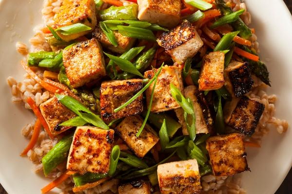 Жареный тоцу с овощами
