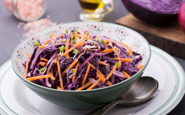 Салат из краснокочанной капусты с морковью