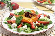 salat-s-myagkim-syrom-orehami-i-karamelizirovannym-yablokom02