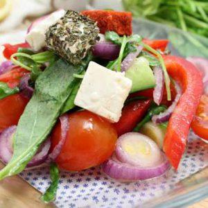 Салат с мягким сыром