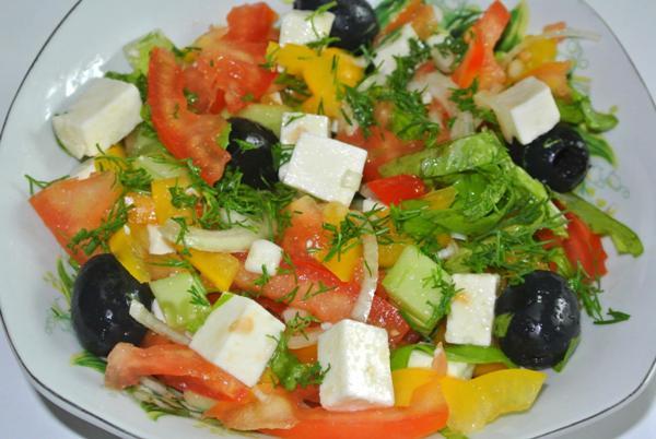 grecheskiy-salat-s-syrom-feta1jpg